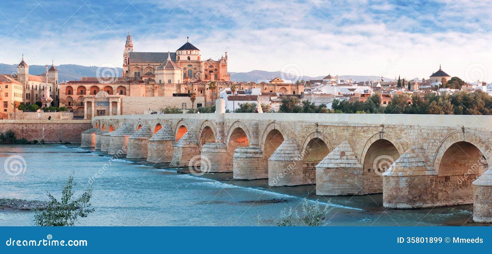 Río de Roman Bridge y de Guadalquivir, gran mezquita, Córdoba, Spai