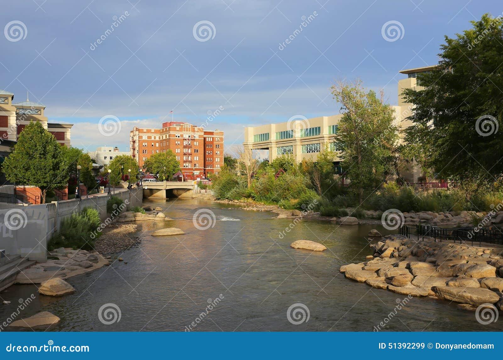 Río de Truckee en Reno céntrico, Nevada