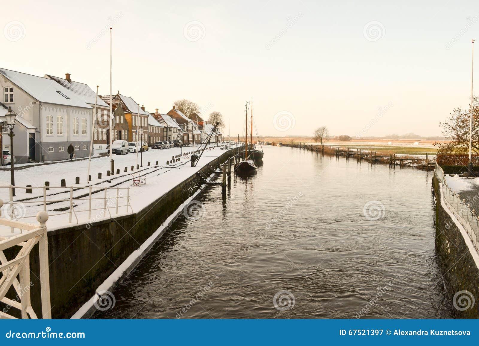 Río en la ciudad vieja Ribe, Dinamarca
