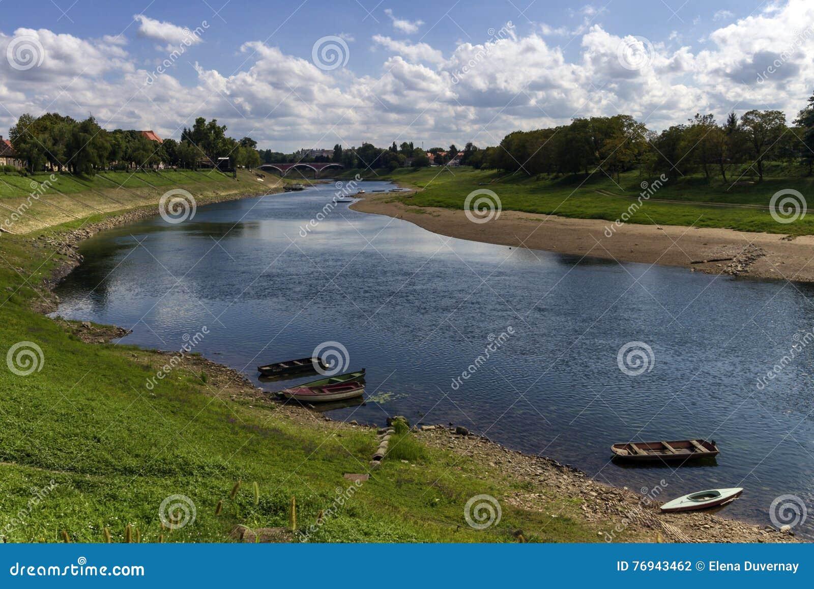 Río Kupa en Sisak, Croacia