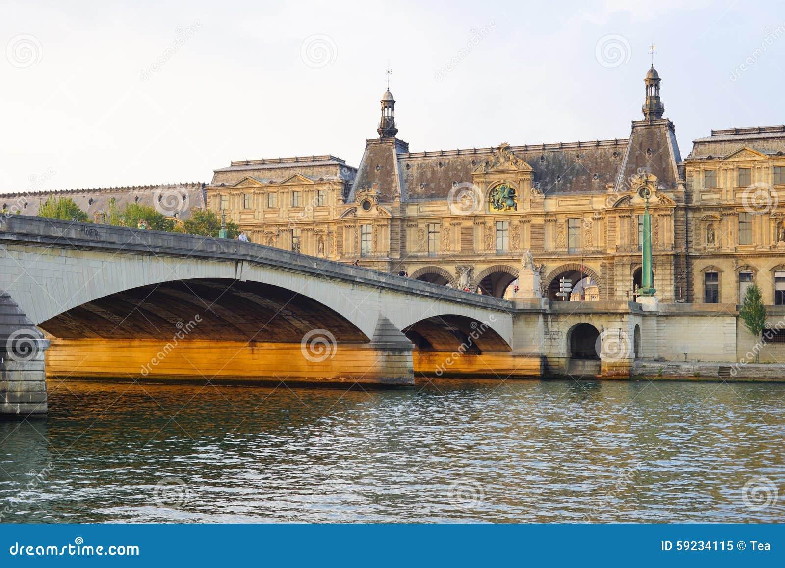 Río Sena por la tarde