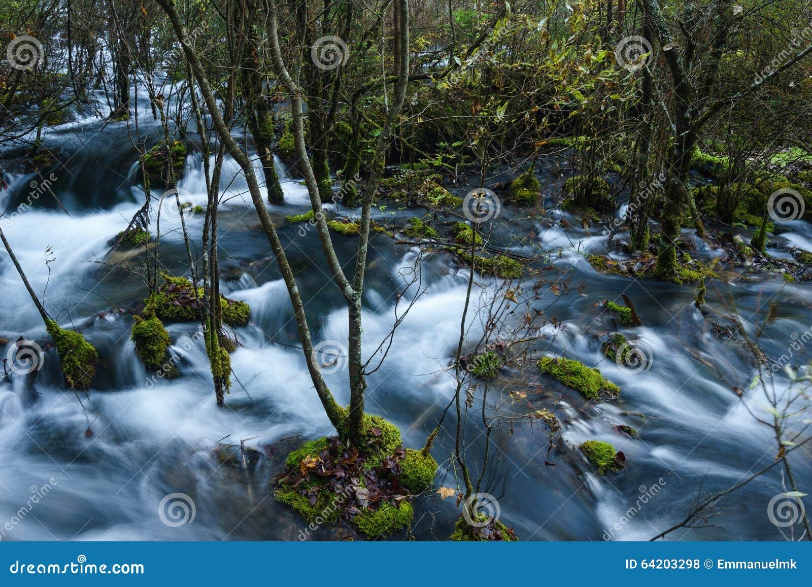 Ríos y lagos en el valle Jiuzhaigou