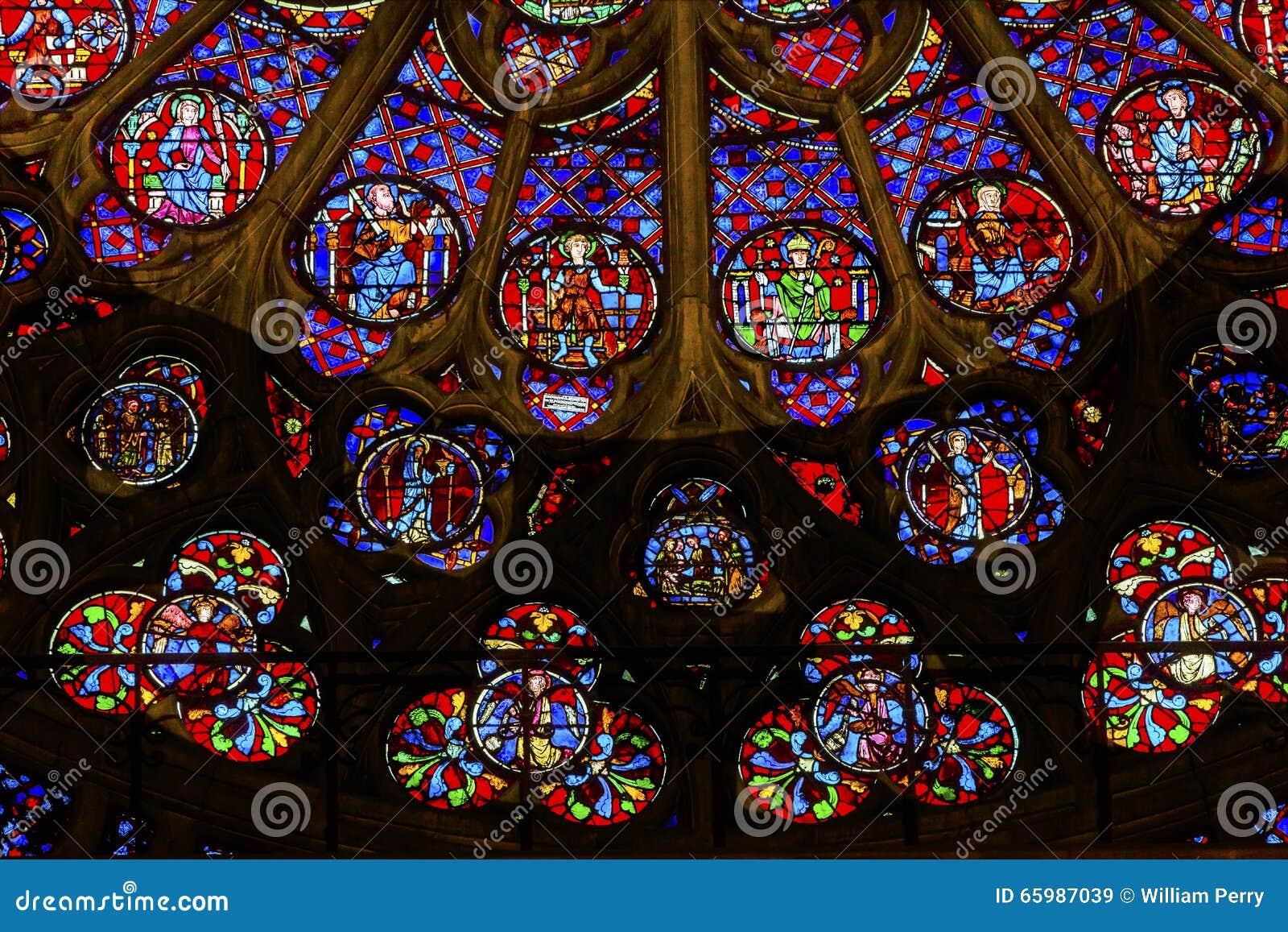 Różany Nadokienny Jezusowy witraż Notre Damae Katedralny Paryski Francja