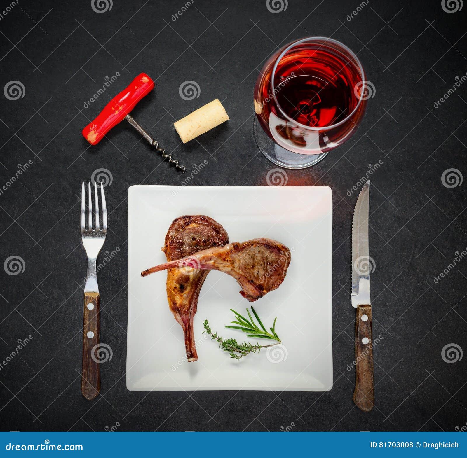 Różany wina szkło z Piec na grillu stkiem