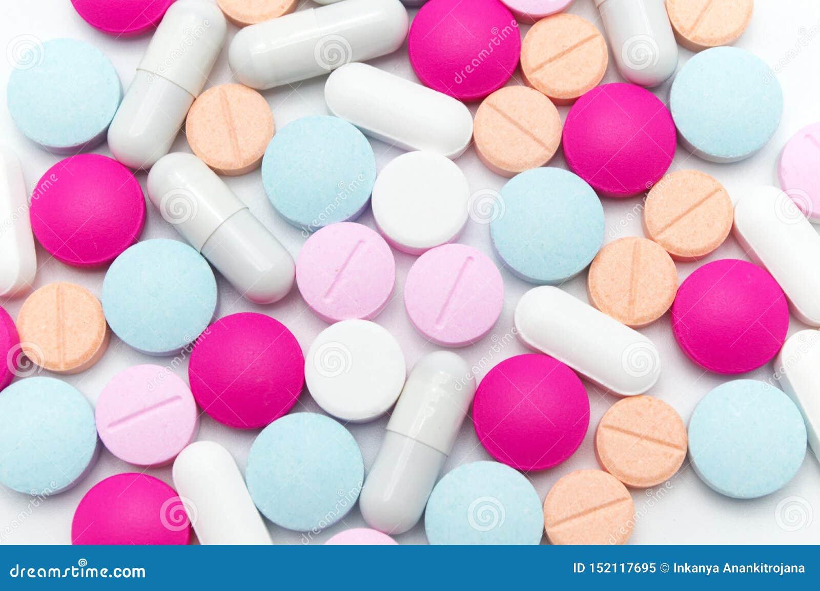 Różne kolorowe pigułki lub nadprogramy dla opieki zdrowotnej i traktowania