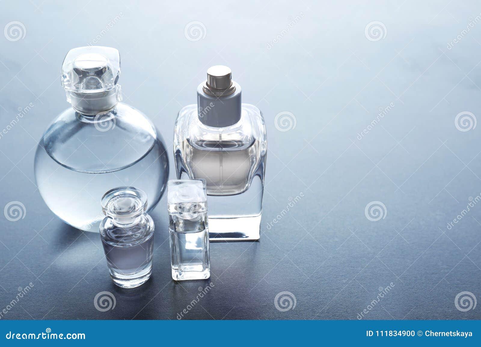 Różne pachnidło butelki