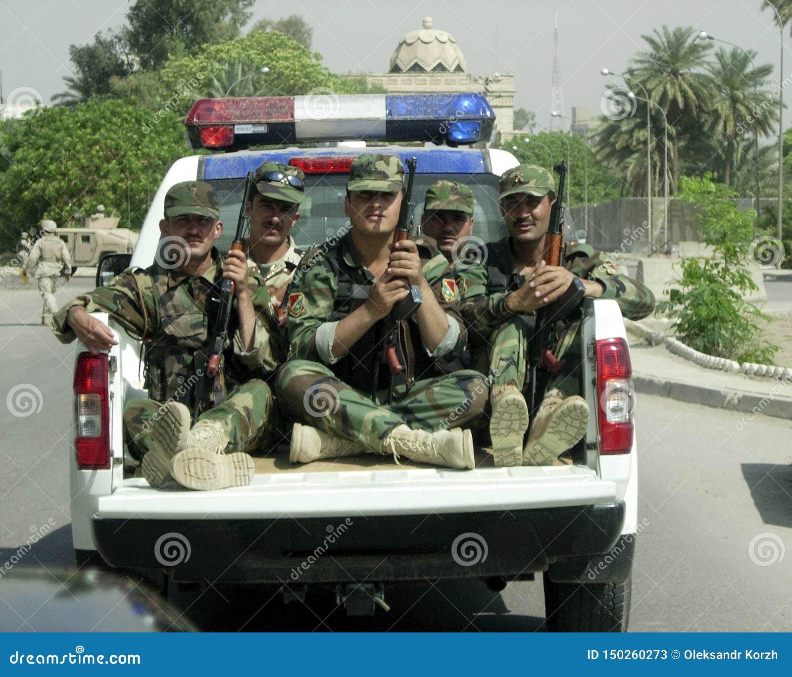 Różni żołnierz rękojeści osobistych spraw ludzie