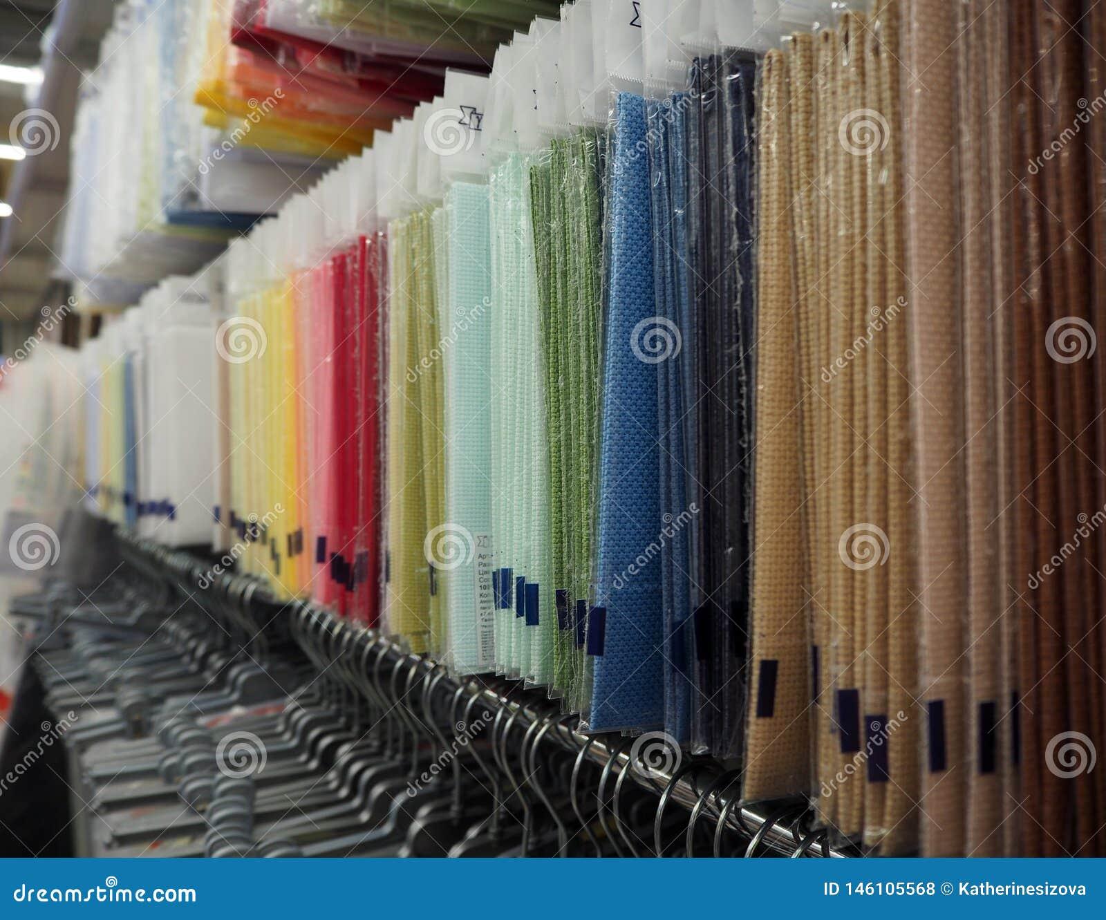 Różni materiały dla handmade w sklepie