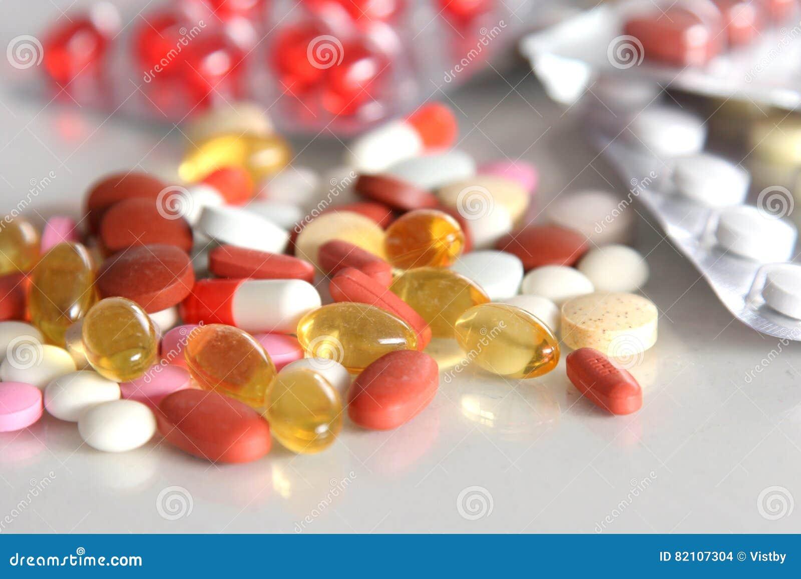 Różni pastylek pigułek kapsuły rozsypiska mieszanki terapii leki fabrykują grypową antybiotyczną apteki medycynę medyczną