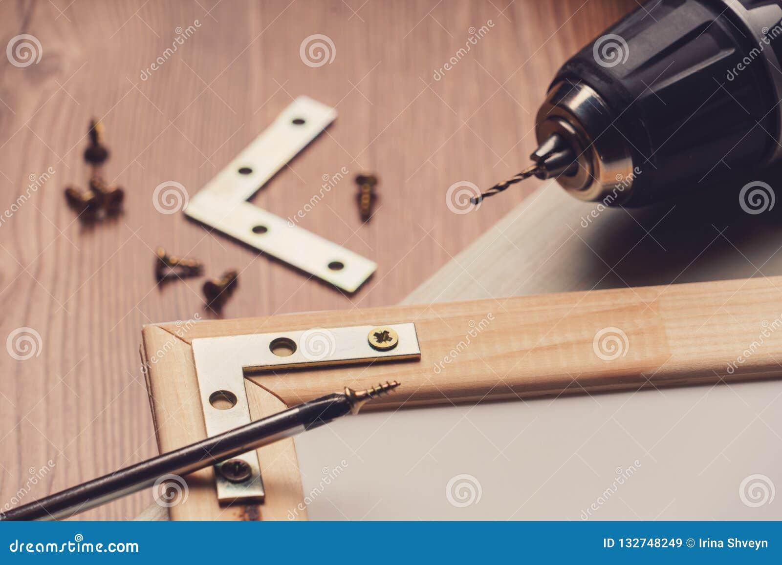 Różnorodni locksmith narzędzia