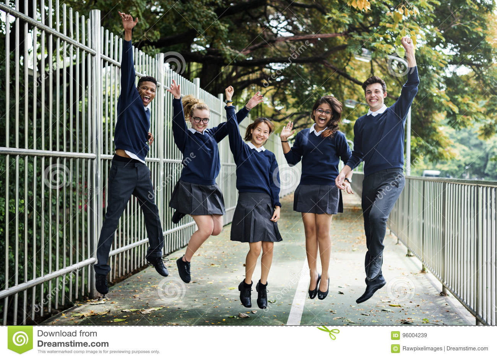Różnorodność uczni przyjaciół szczęścia pojęcie