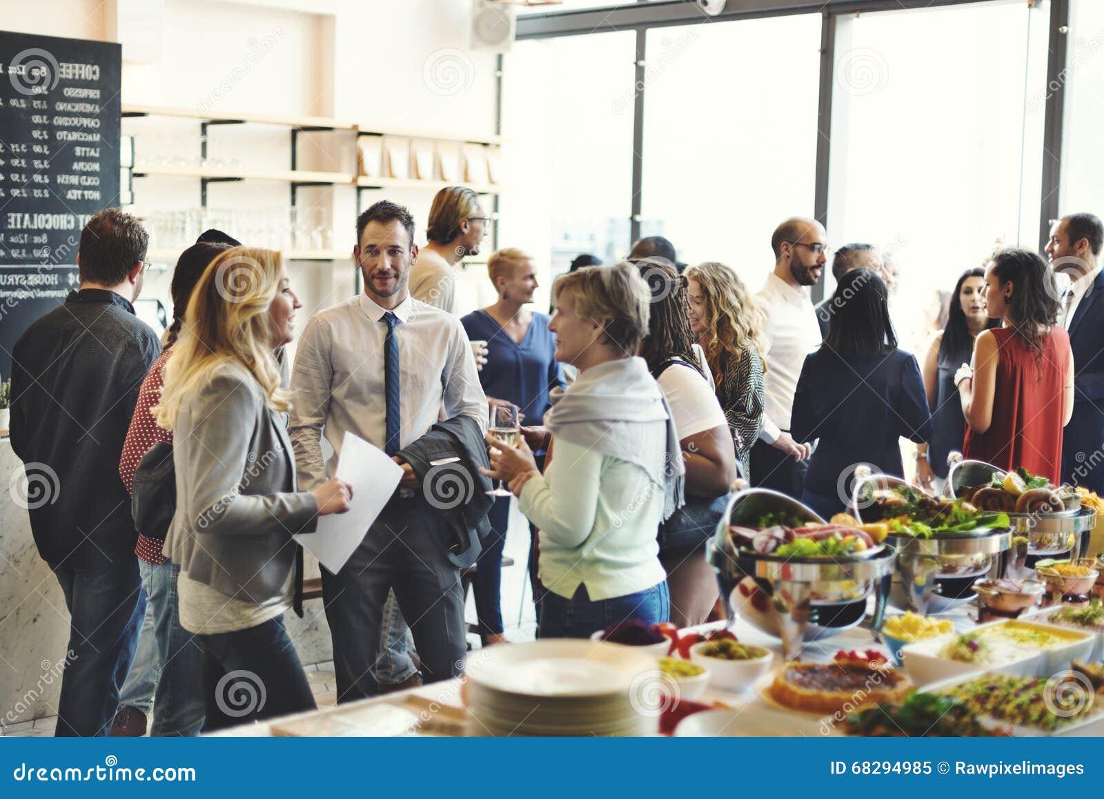 Różnorodności śniadanio-lunch kawiarni Partyjnego pojęcia ludzie