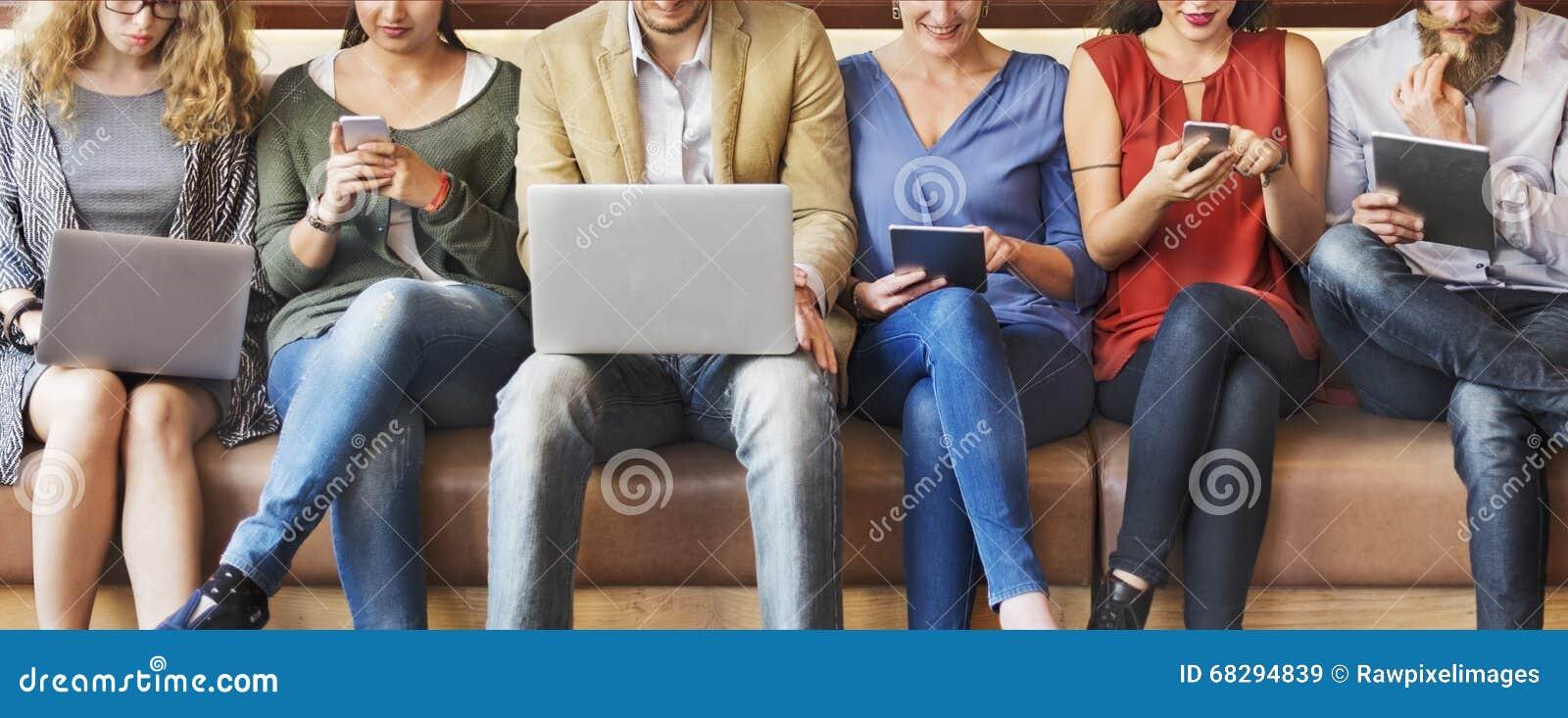 Różnorodności Cyfrowego Podłączeniowych przyrządów Wyszukuje pojęcie ludzie
