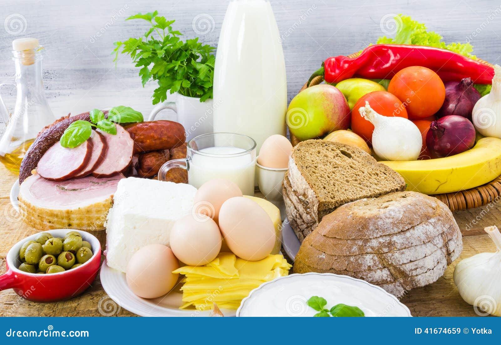 Różny karmowy nabiału chleba mięso