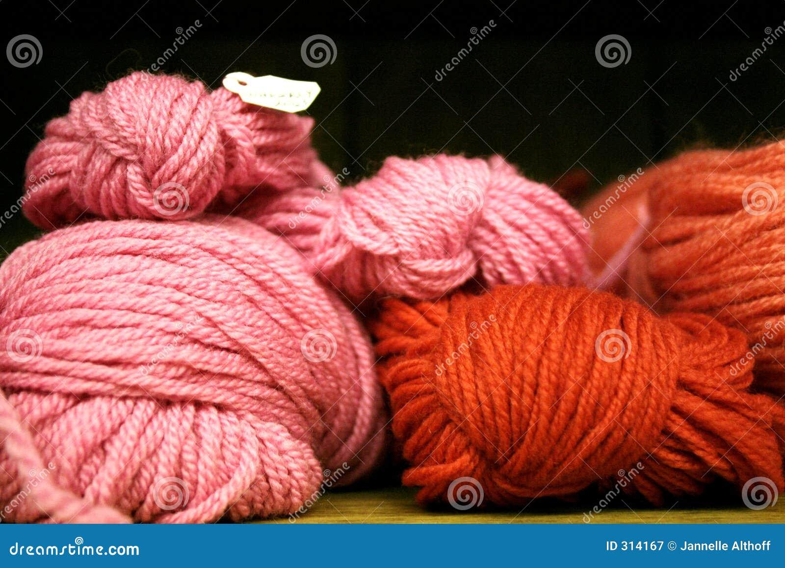 Różowa czerwona przędzy