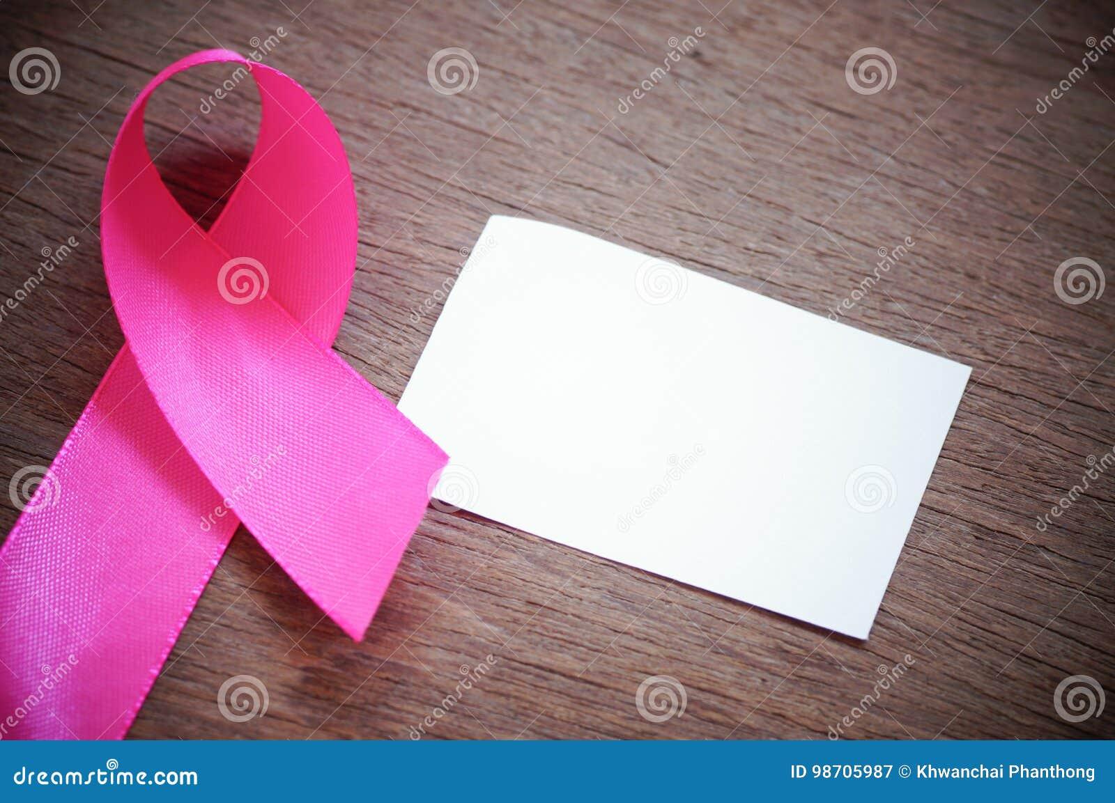 Różowy tasiemkowy nowotwór piersi z bielem