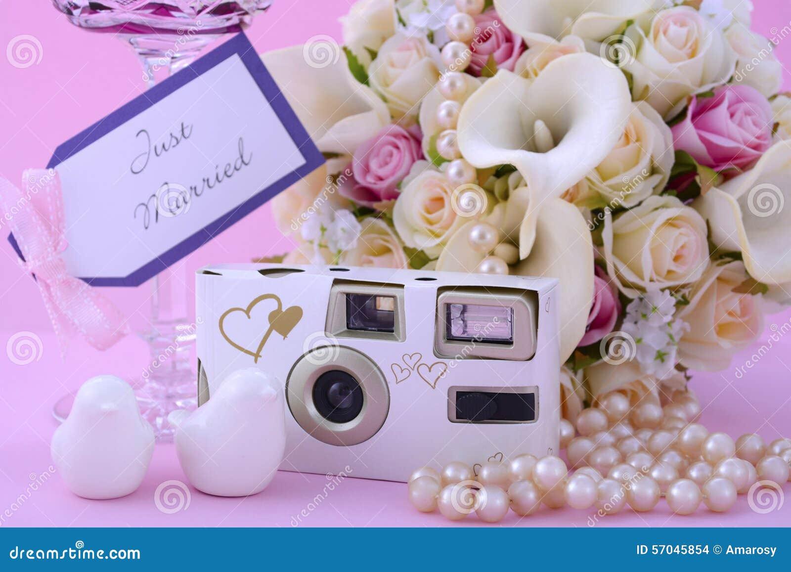 Różowy tematu ślubu stołu miejsca położenie