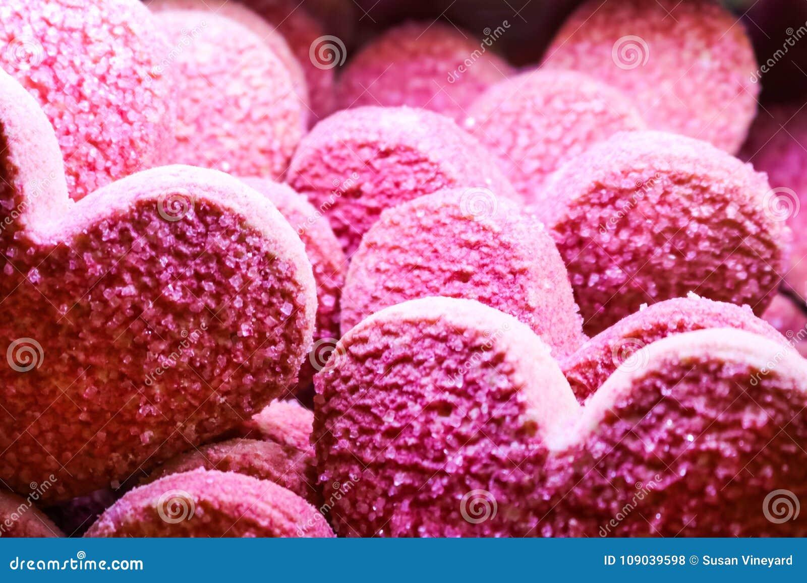 Różowy walentynki cukrowego ciastka tło horyzontalny - serce kształtował ciastka pokrywa się -