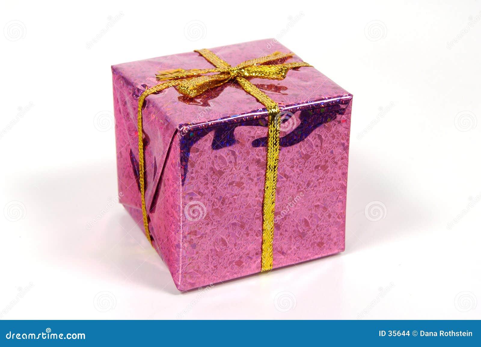 Download Różowy giftbox zdjęcie stock. Obraz złożonej z menchie, sezonowy - 35644