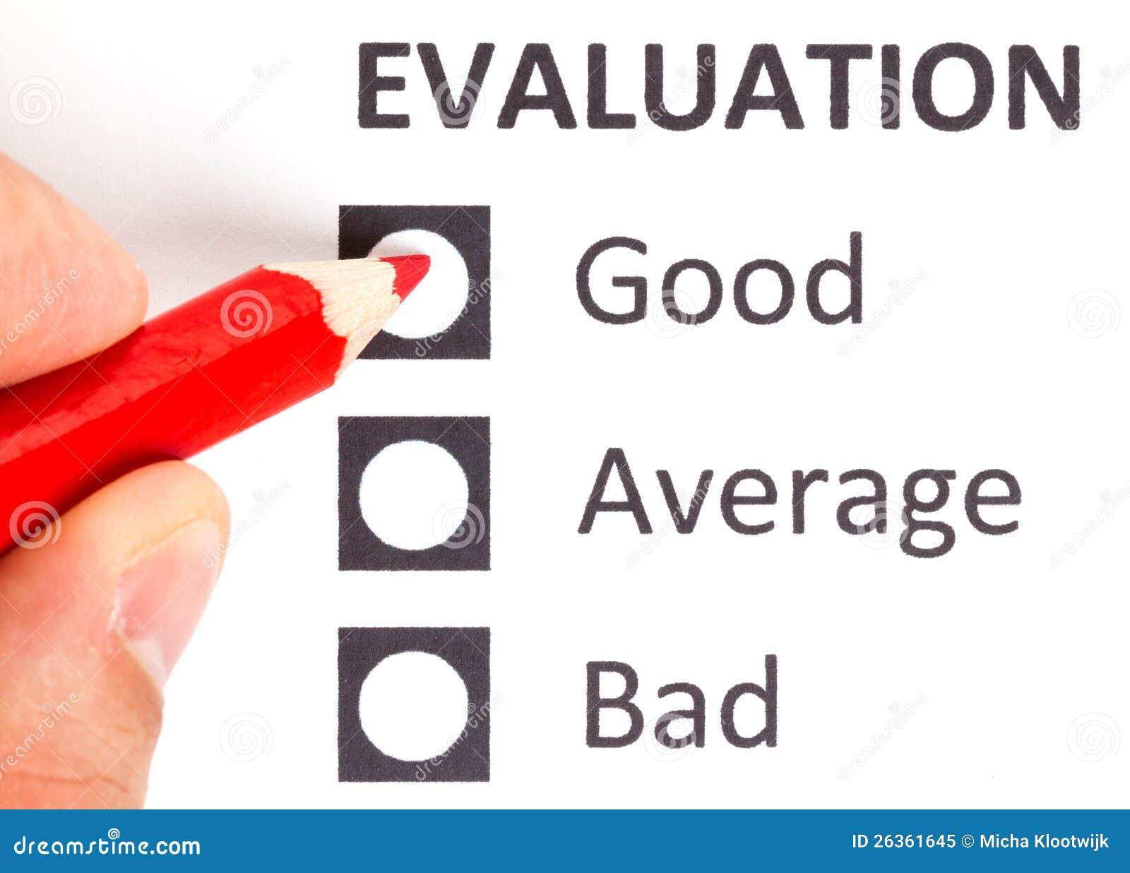Röd blyertspenna på en evaluationform