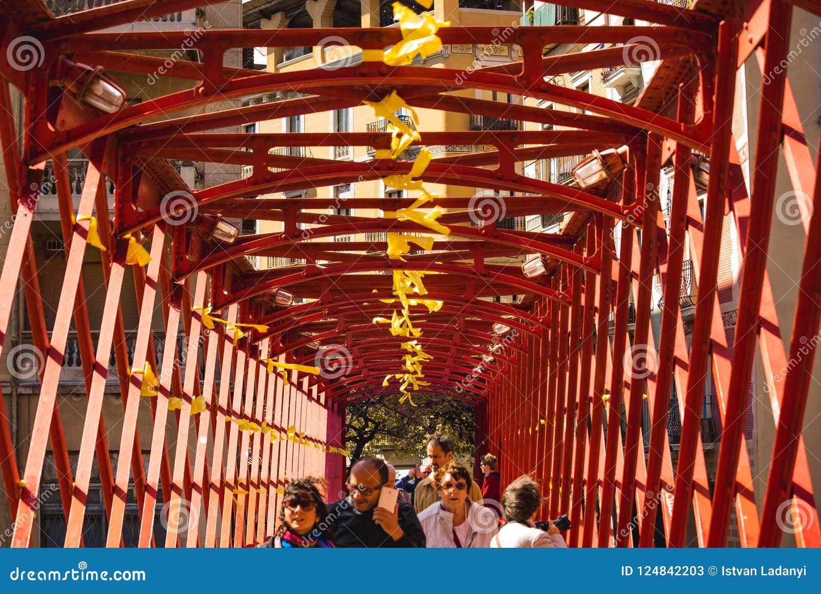 Röd bro i girona, Spanien