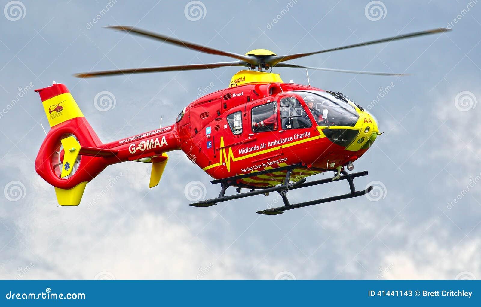 Röd flygambulanshelikopter