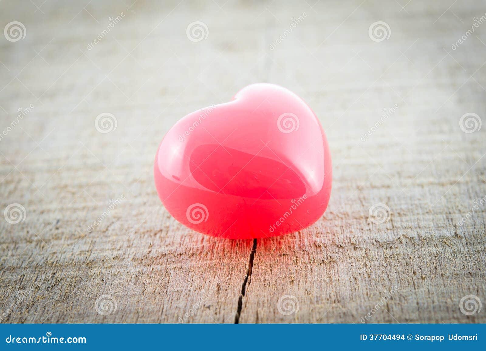 Röd hjärta för valentindagbakgrund
