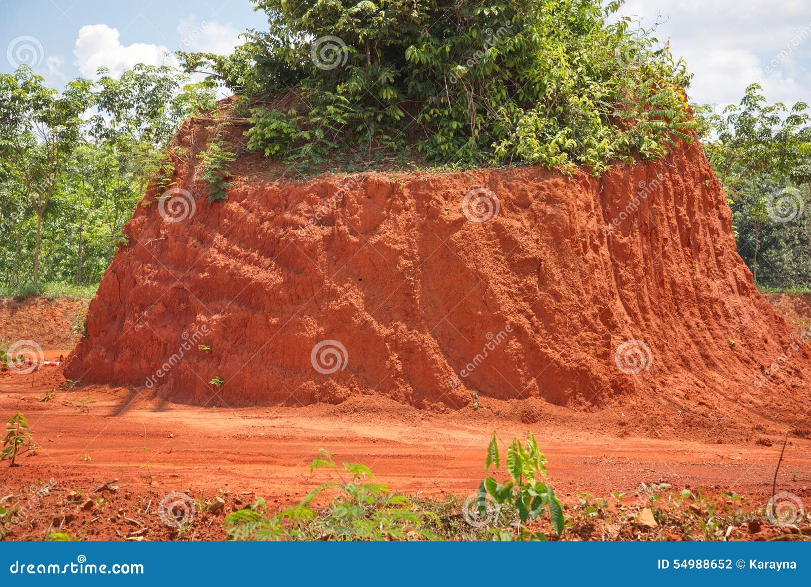 Röd jord för byggande väg eller tegelsten