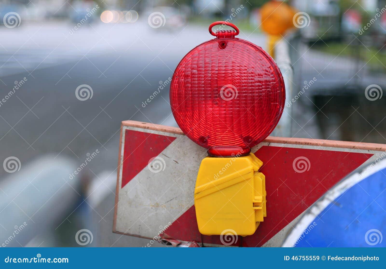 Gul Och Röd Lampa I Roadworks I Staden Arkivfoto Bild av