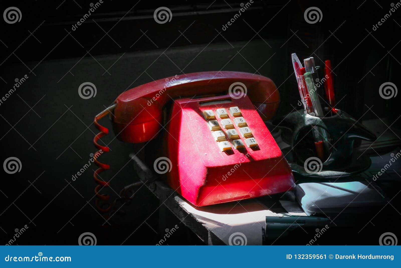 Röd oldietelefon