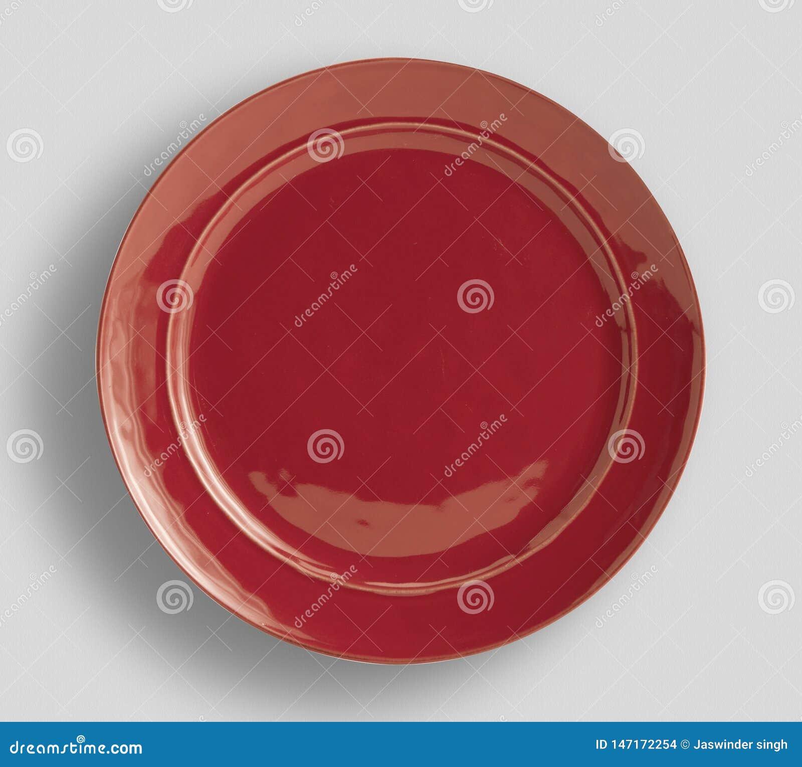 Röd platta på vit bakgrund - bild
