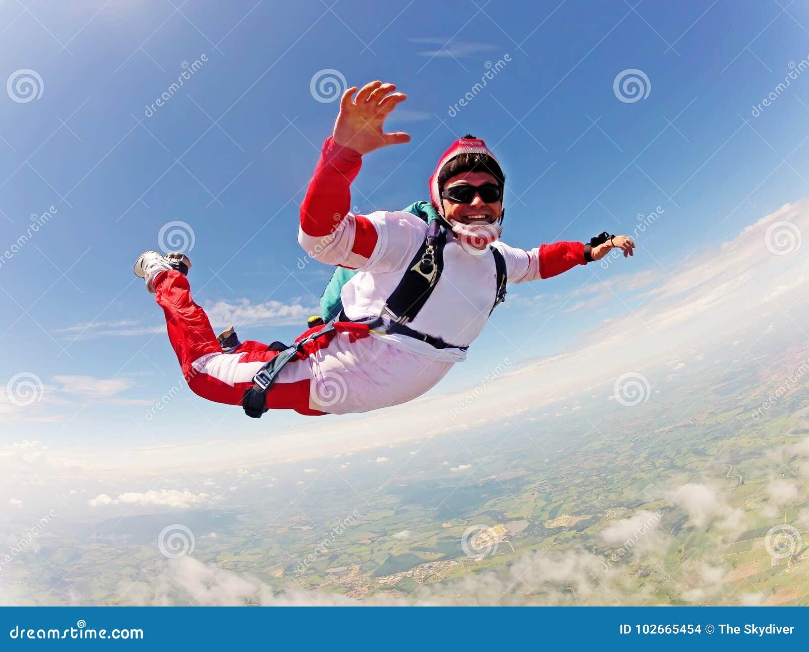 Röd skydiver Klassiskt positionsfritt fall