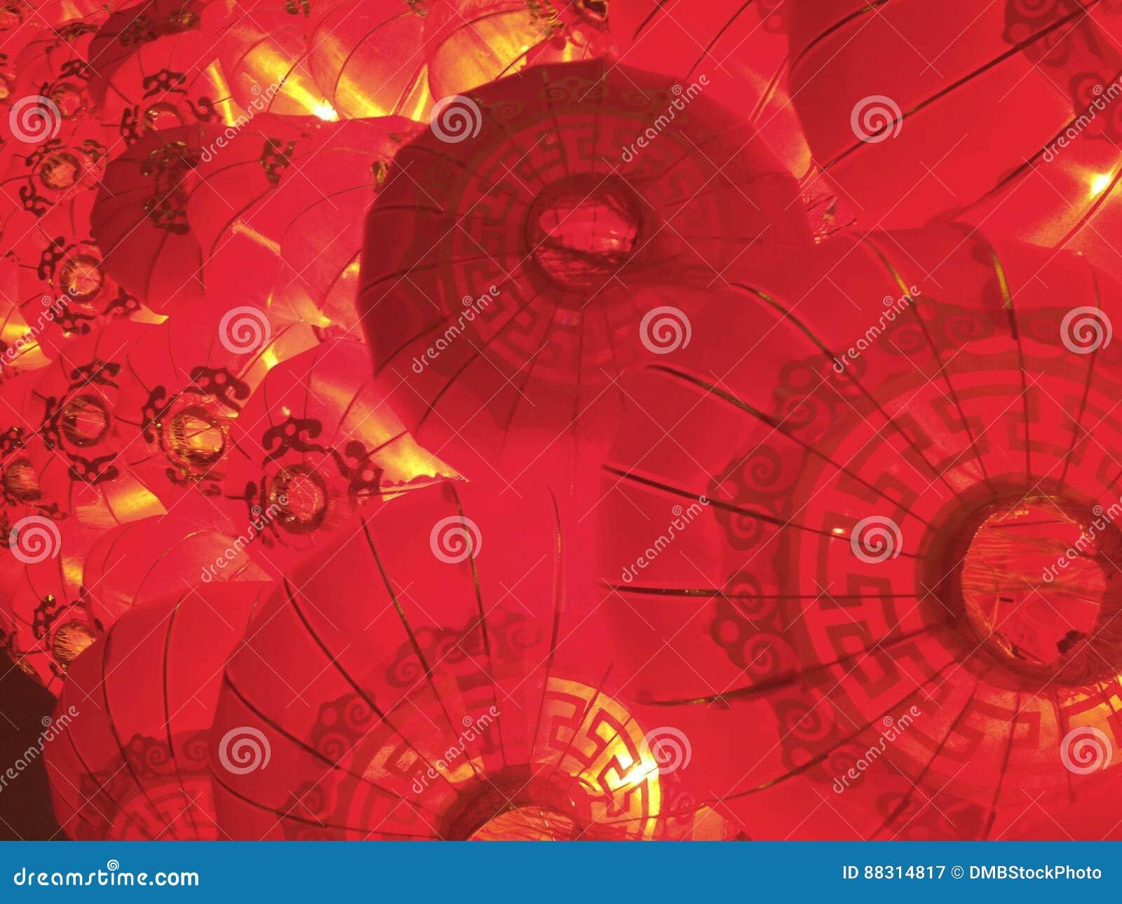 Röd staplad kinesisk lyktabakgrund för nytt år