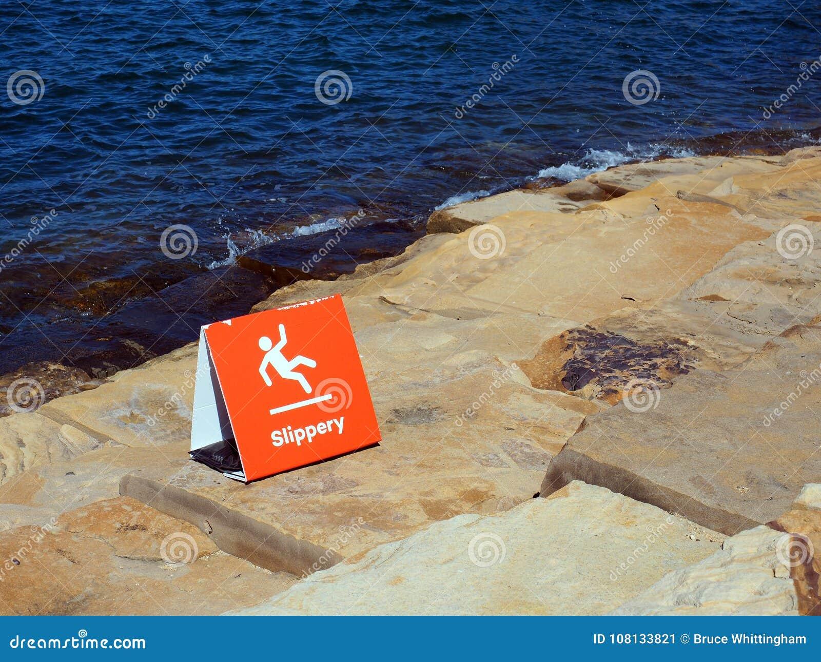 Röd teckenvarning av halt vaggar