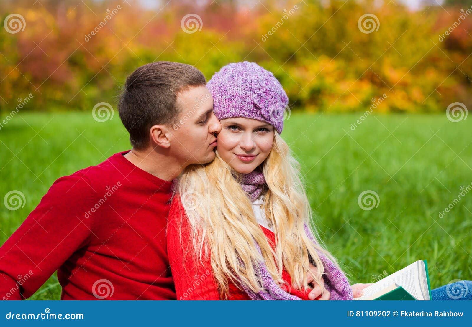med hatt dating Dating någon men inte över ex