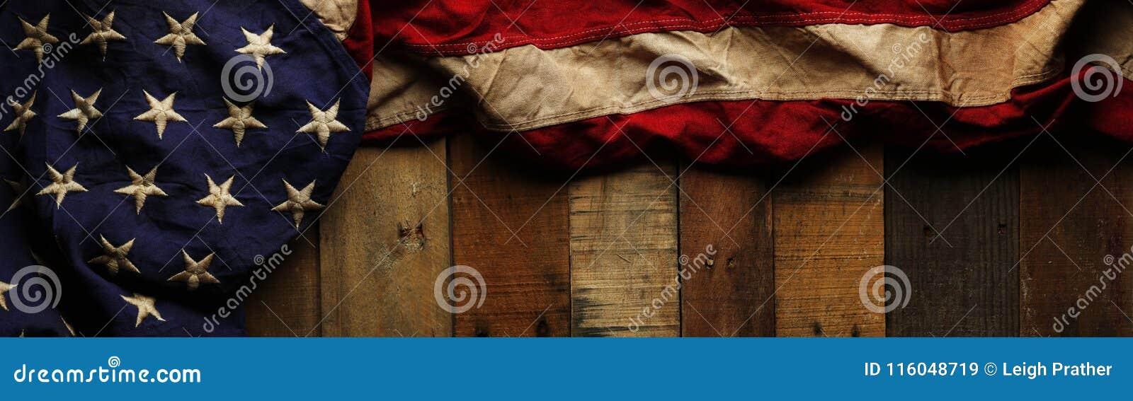 Röd, vit och blå amerikanska flaggan för tappning för minnesdagen