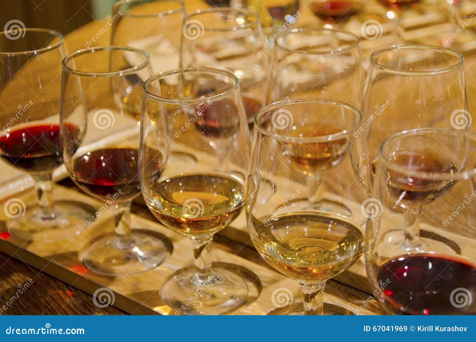Röd vit wine för exponeringsglas
