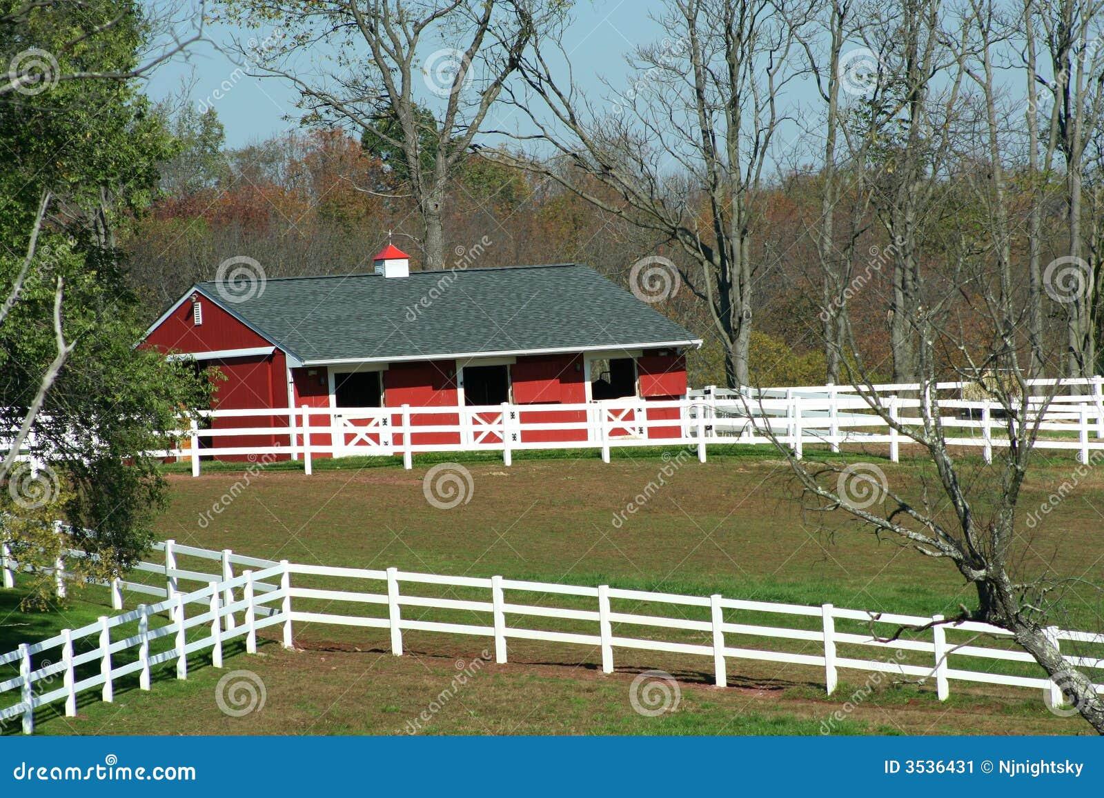 Röd white för ladugårdstaket