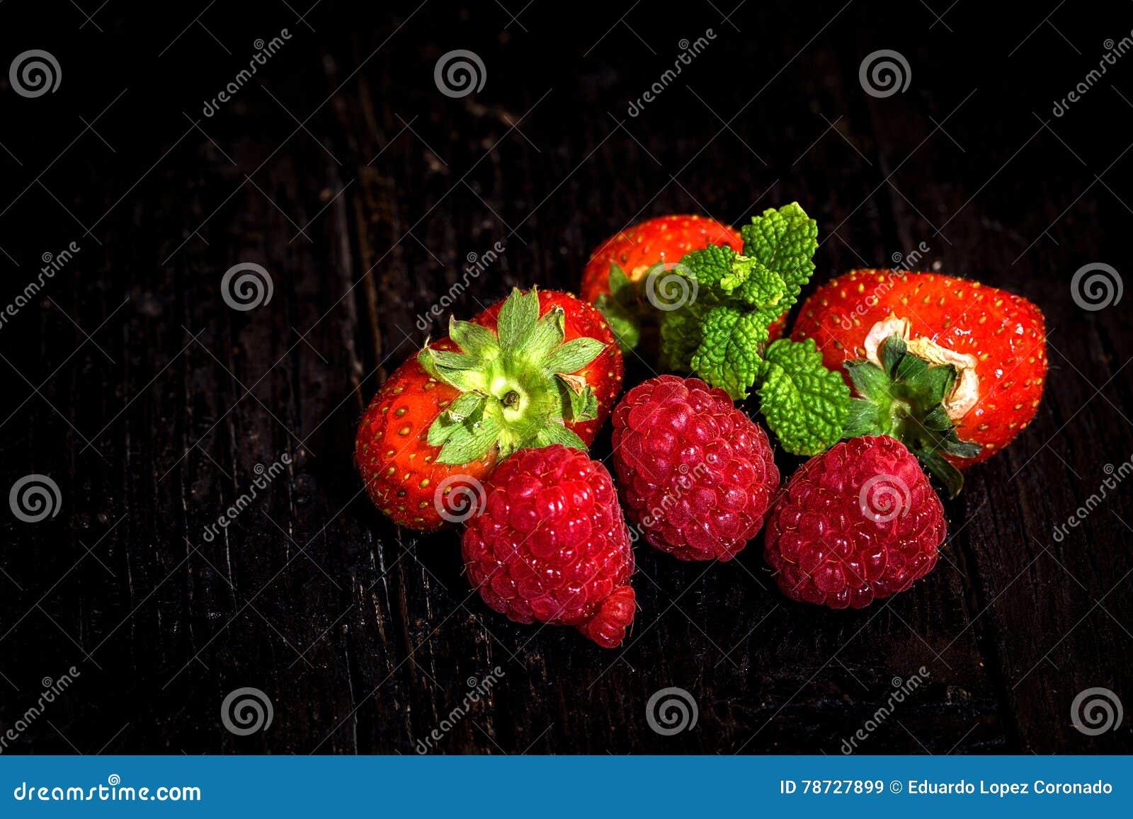 Röda jordgubbar och vinbär