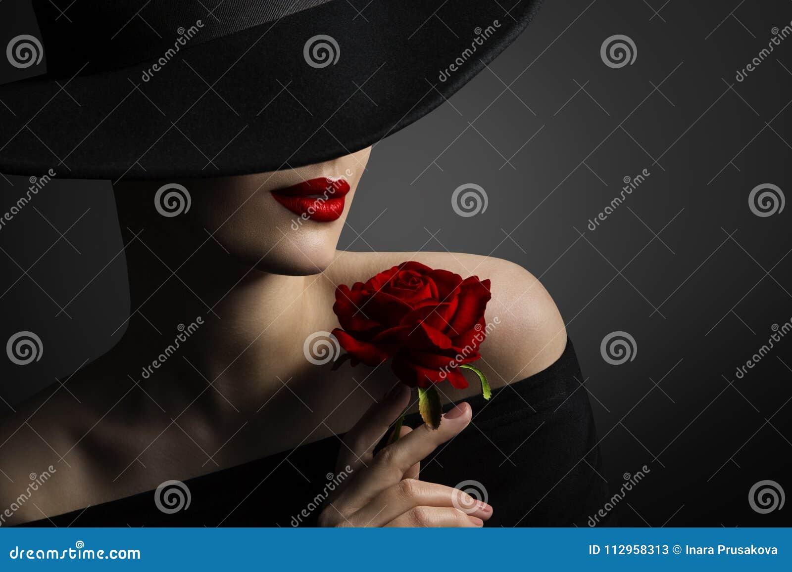 Röda kanter för kvinna och Rose Flower, modemodell Beauty Portrait