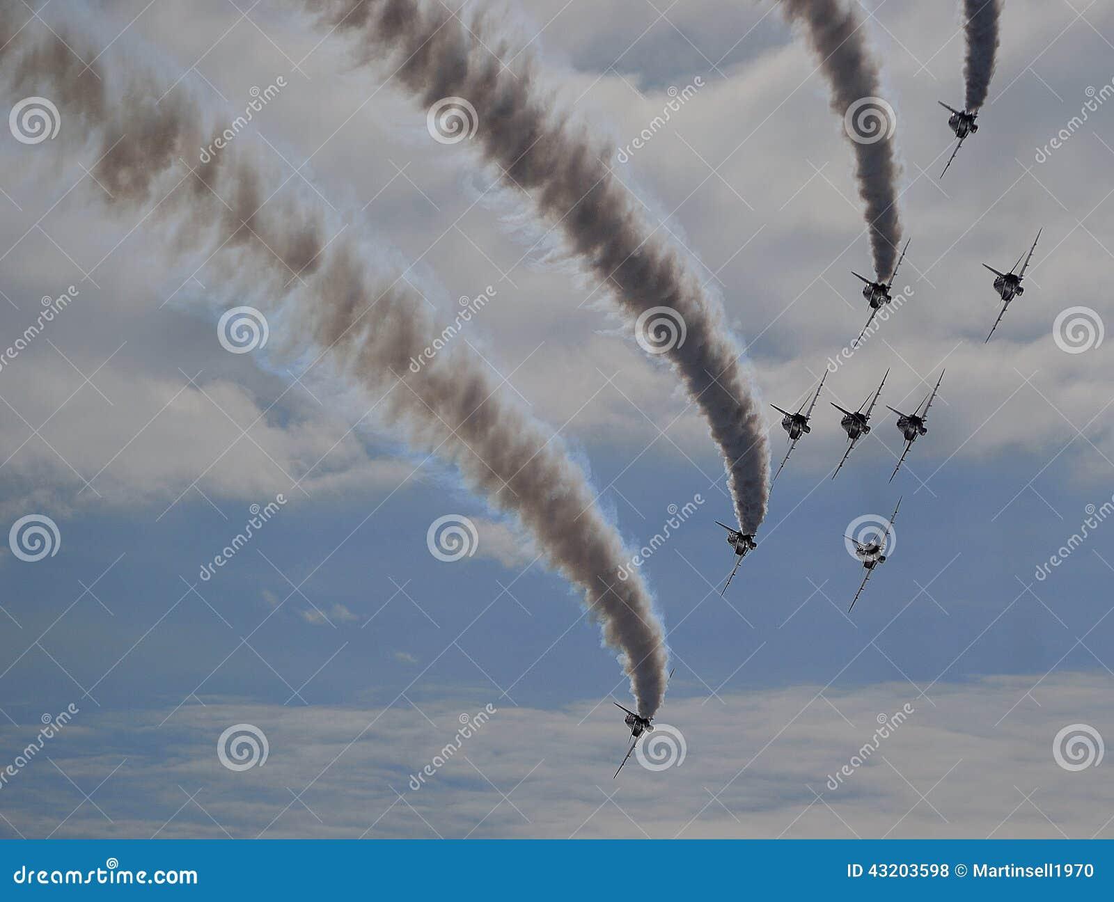 Download Röda Pilar - Flyga Bort Med Rök Skuggar Arkivfoto - Bild av flyg, rök: 43203598