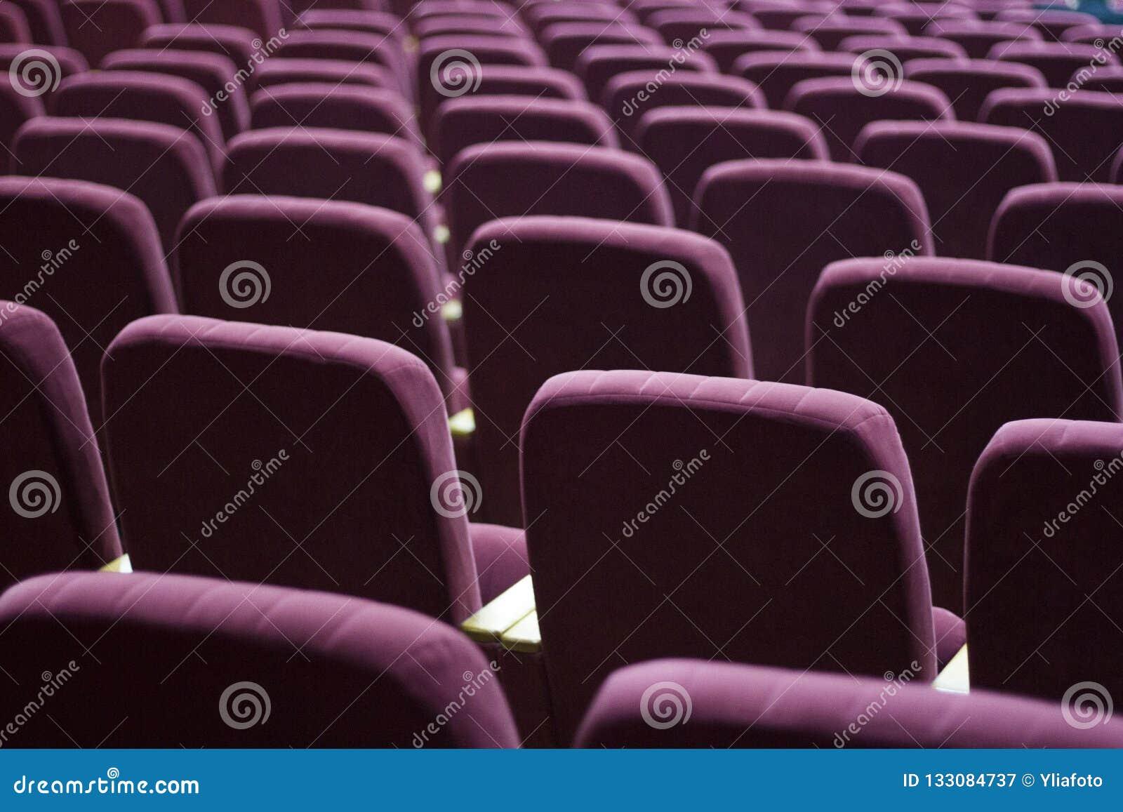 Röda sammetplatser för åskådare