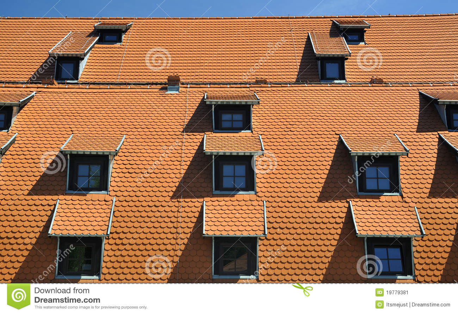 Röda taktegelplattor