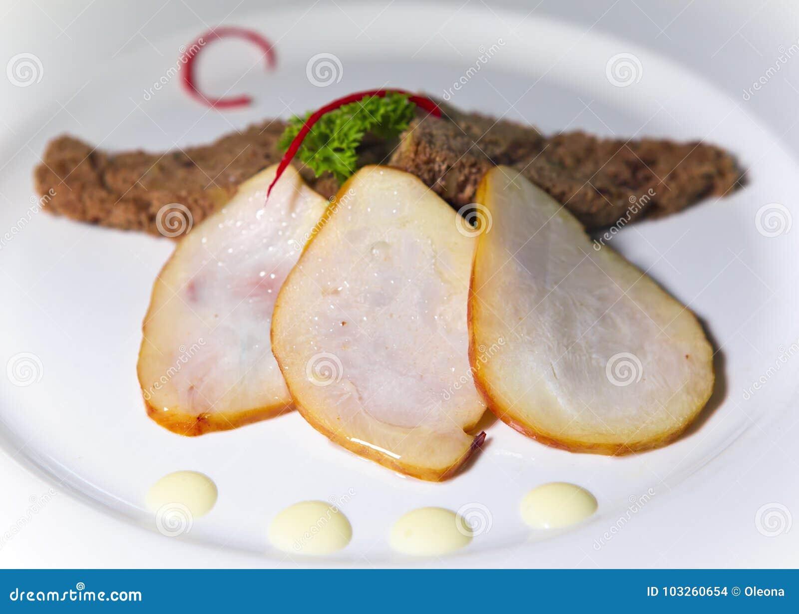 Rökt marlin och grillat bröd på plattan