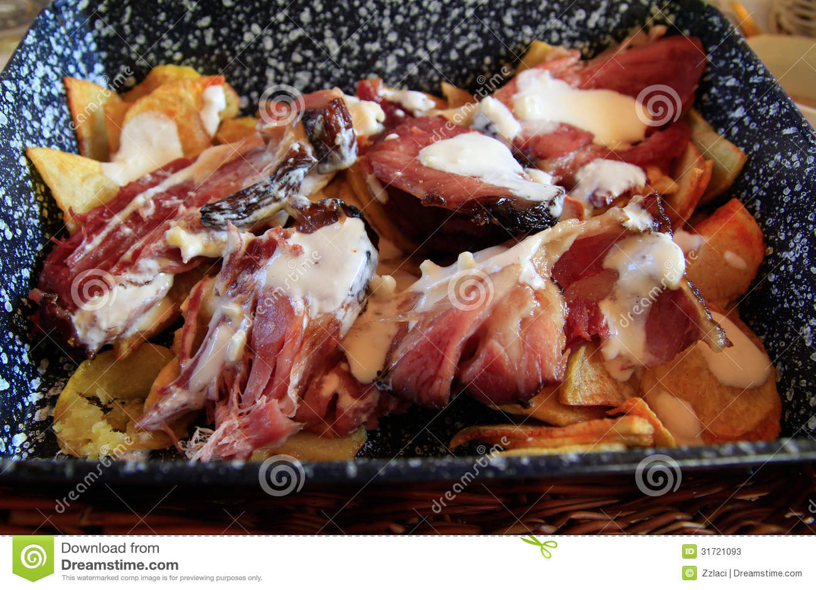 Rökte travare på en potatissäng