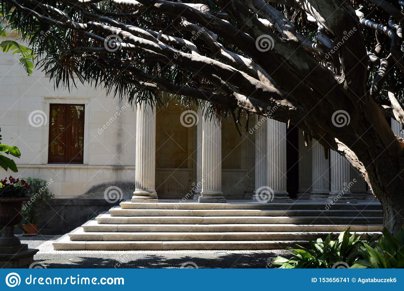 Römische Steinsäulenhalle in Catania