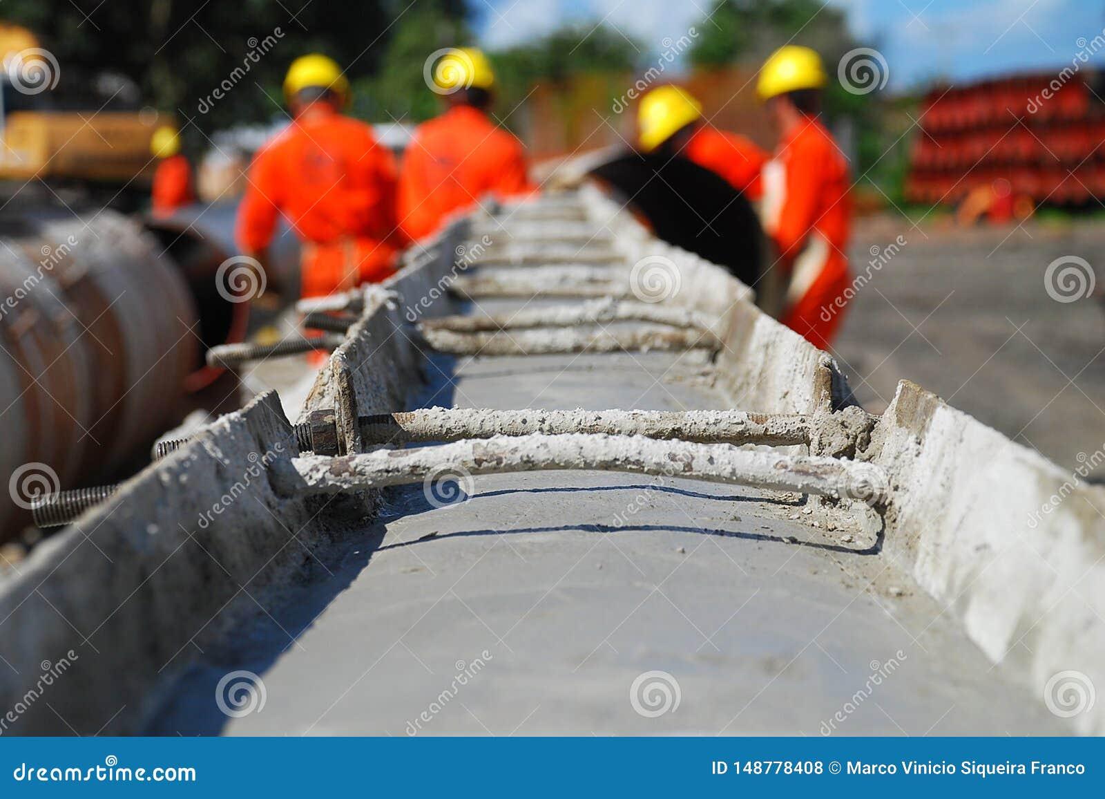 Rör som hårdnar på gasledningkonstruktionsplatsen