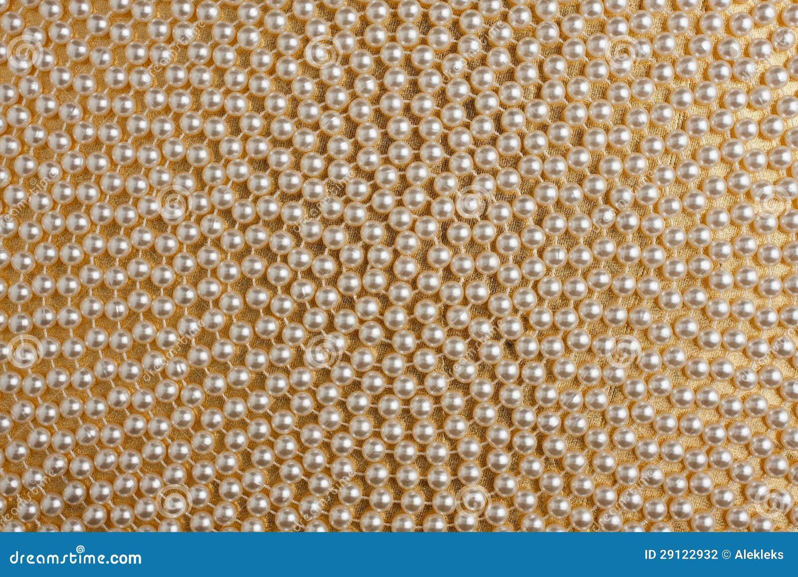 Röra sig i spiral av vit pryder med pärlor