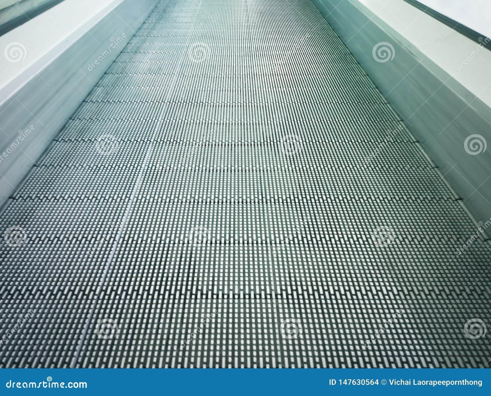 Rörande eller modern rulltrappa för elektroniskt system i shoppinggalleria
