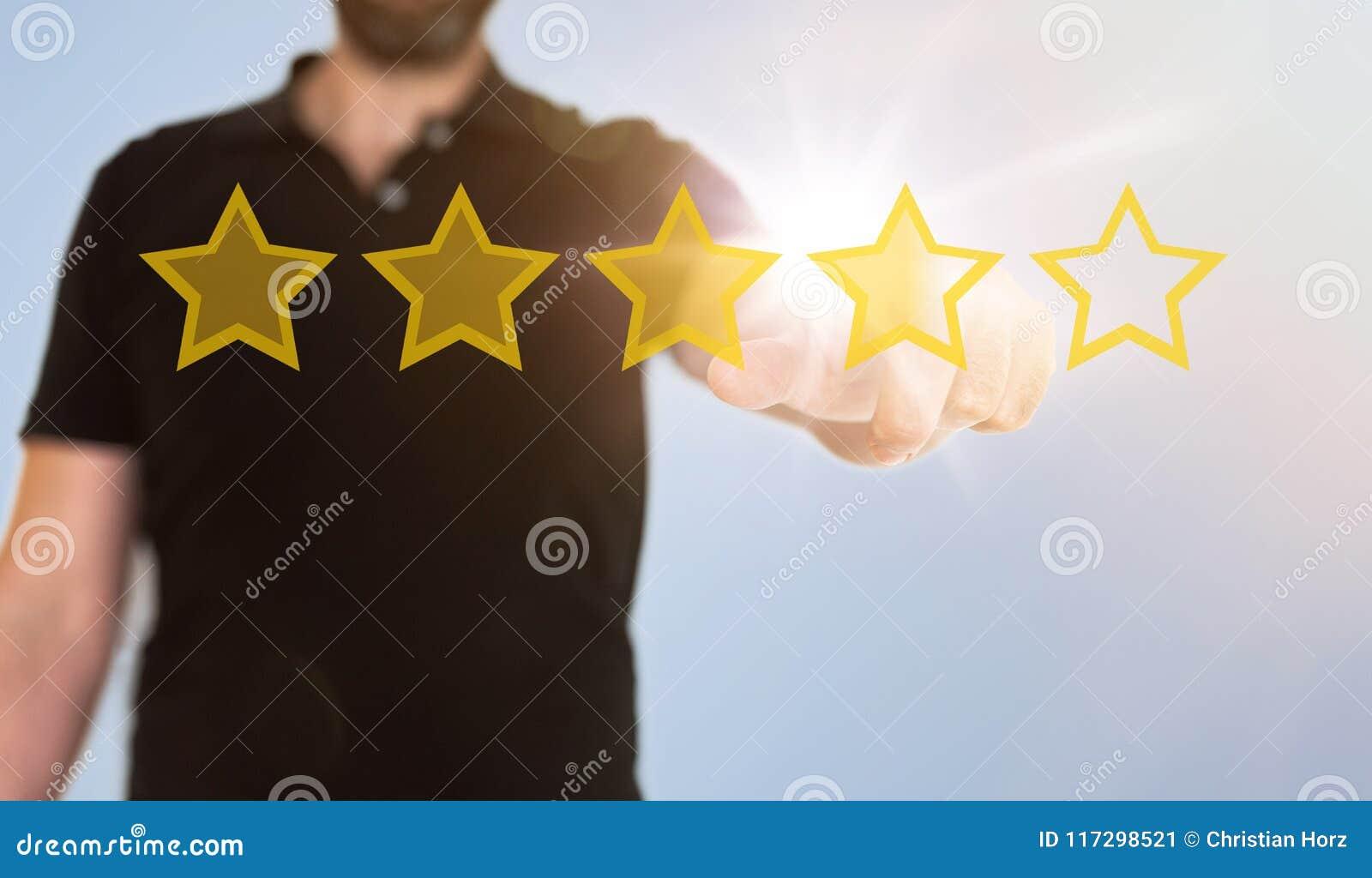 Rörande genomskinlig pekskärmmanöverenhet för affärsman med guld- värderingsstjärnor